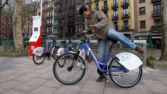 ¿Son más seguros sistemas públicos de bicicletas que usar la tuya propia?